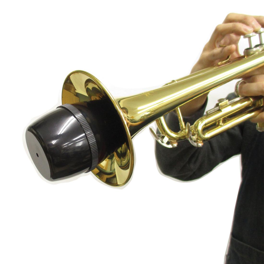 MTR-P2はベルにしっかりはめて使用します。*練習用ミュートは、演奏時の音を小さくする物です。音を消すものではありません。ご使用の際は、練習時間帯など十分にご配慮の上ご使用ください。